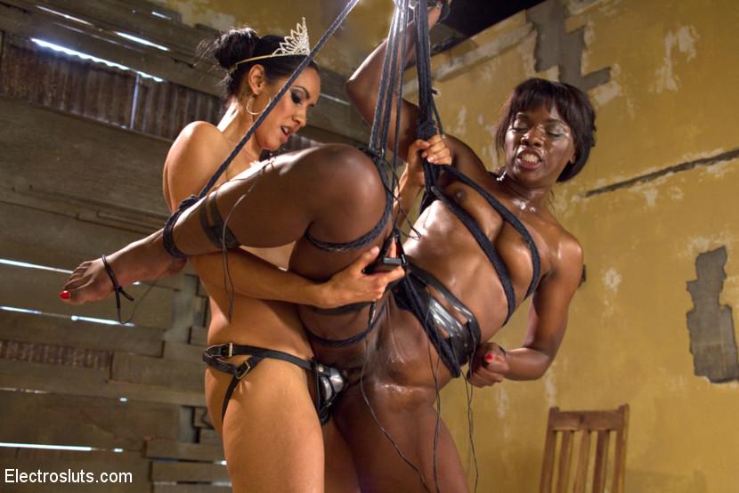 Milf Young Lesbian Strap